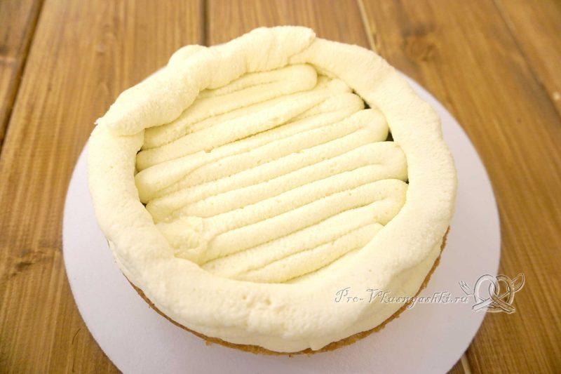 Торт с яблоками и белым шоколадом - покрываем бисквит ганашом