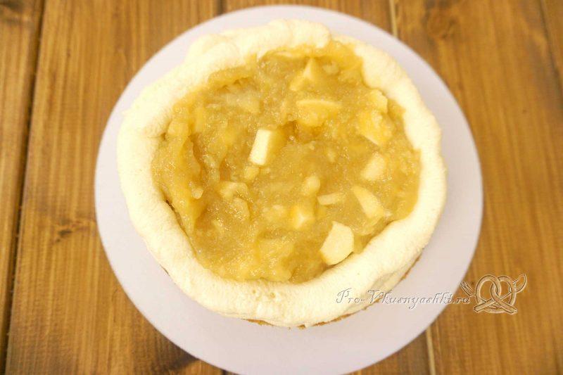 Торт с яблоками и белым шоколадом - выкладываем яблочную начинку