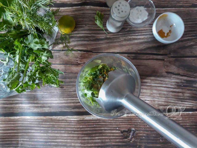 Зеленый смузи для похудения - измельчаем ингредиенты