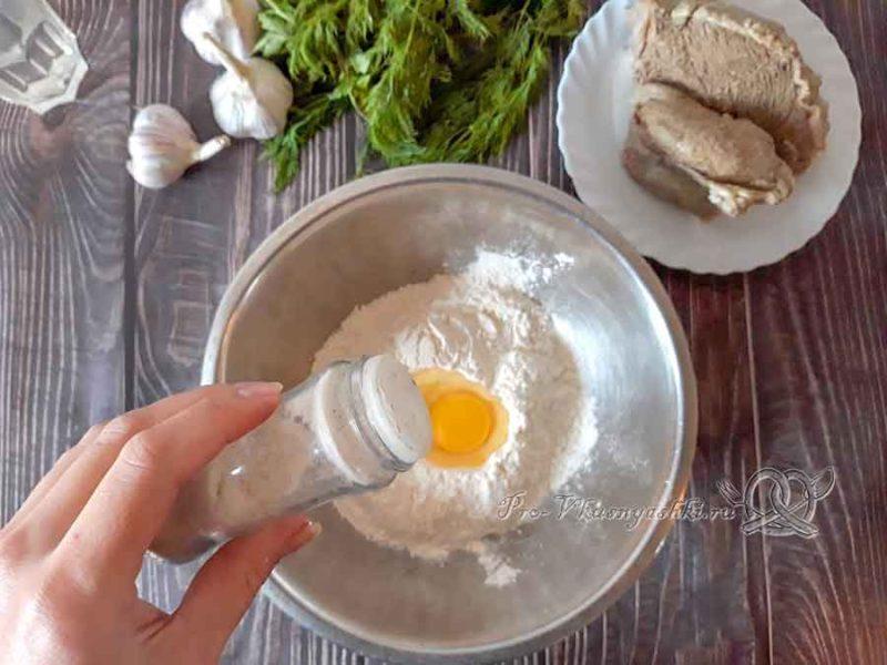 Чеченские галушки с мясом - добавляем соль