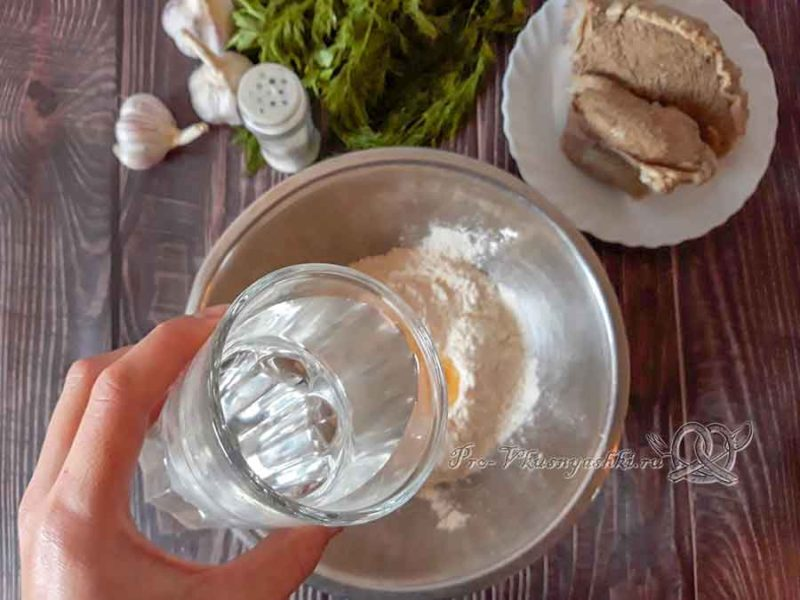 Чеченские галушки с мясом - добавляем воду