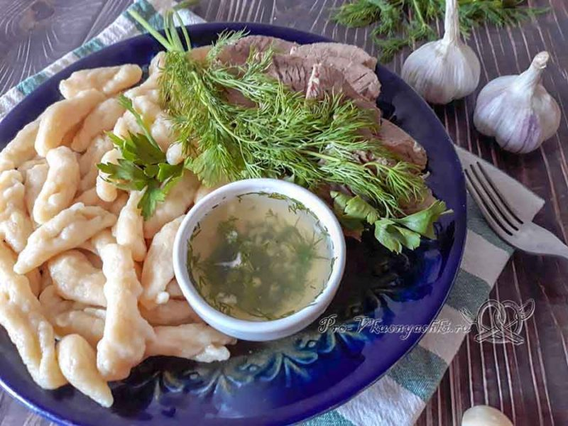 Чеченские галушки с мясом - подача