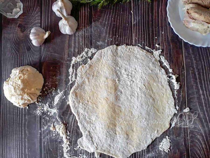 Чеченские галушки с мясом - раскатываем тесто
