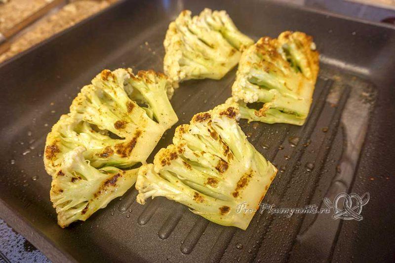 Цветная капуста на сковороде гриль - обжариваем капусту с другой стороны