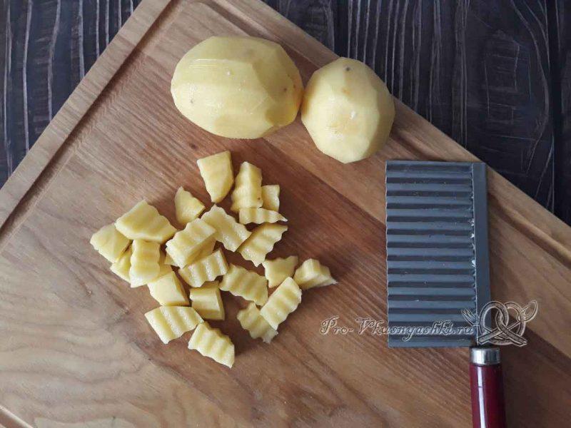 Суп с клецками - нарезаем картофель