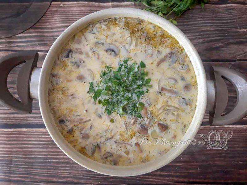 Сырный суп с шампиньонами - добавляем зелень