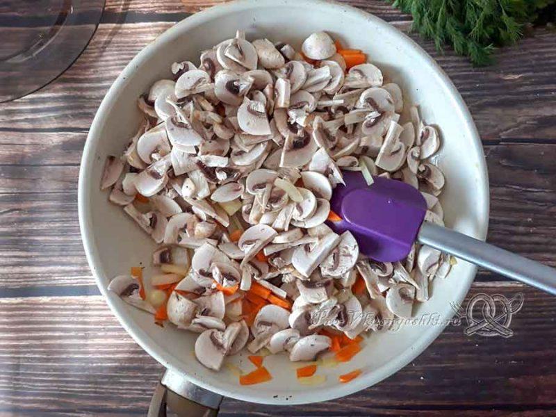 Сырный суп с шампиньонами - обжариваем грибы