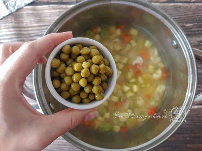 Овощной крем-суп со сливками - добавляем горошек в суп