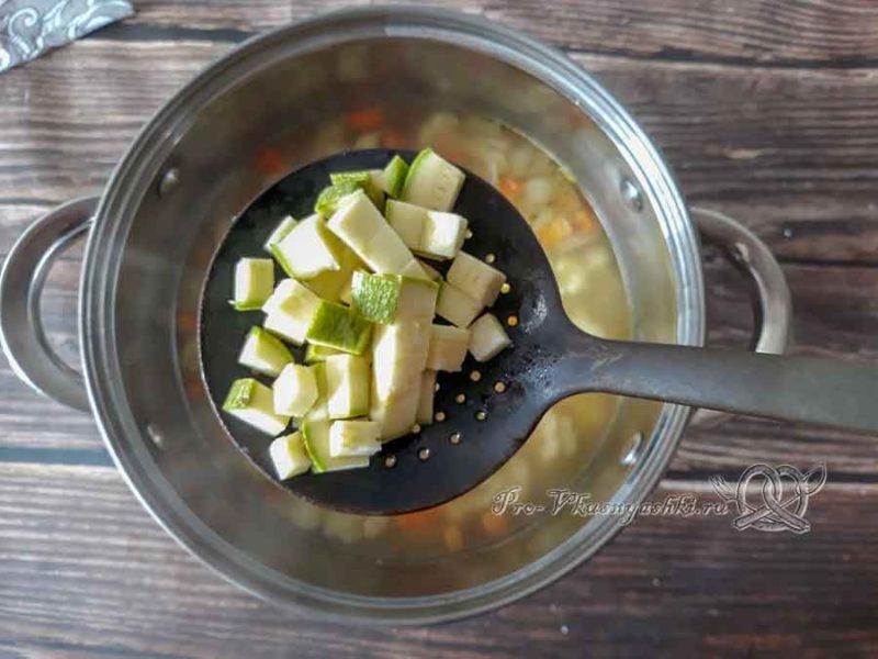 Овощной крем-суп со сливками - добавляем кабачок в суп