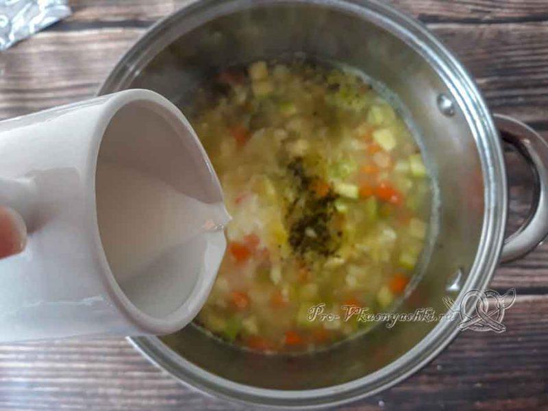 Овощной крем-суп со сливками - добавляем сливки в суп