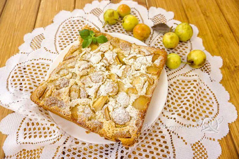 Шарлотка с грушами в духовке - готовый пирог