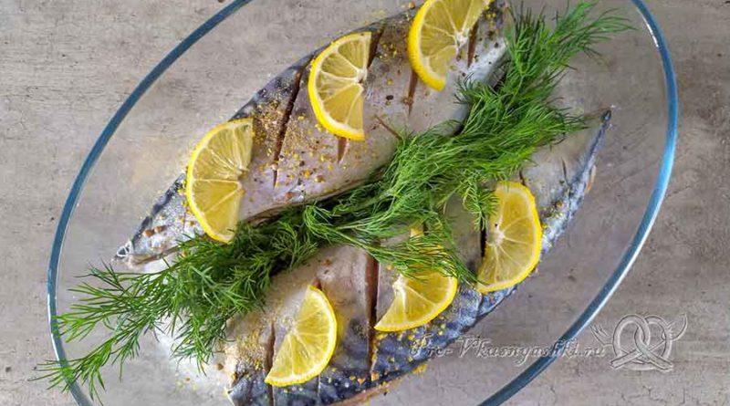 Скумбрия запеченная в духовке в фольге - добавляем лимоны и зелень