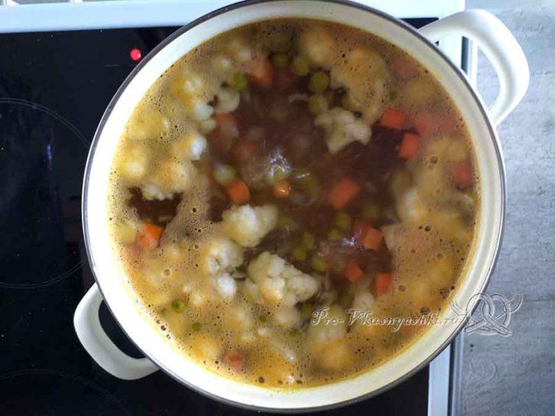 Суп из цветной капусты с зеленым горошком - добавляем цветную капусту в суп