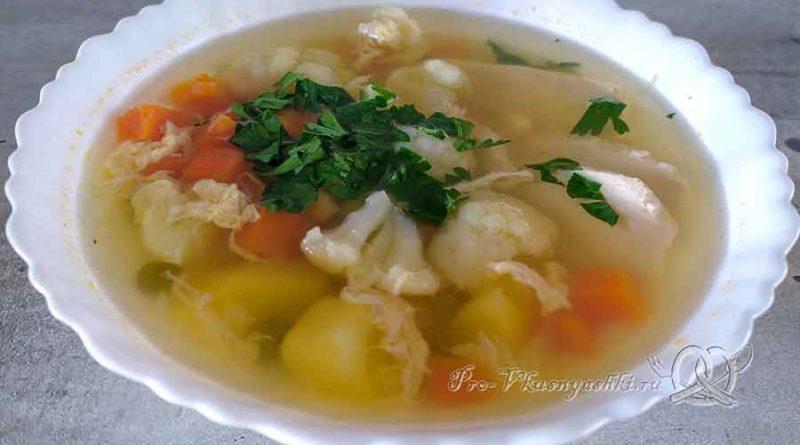 Суп из цветной капусты с зеленым горошком - подача