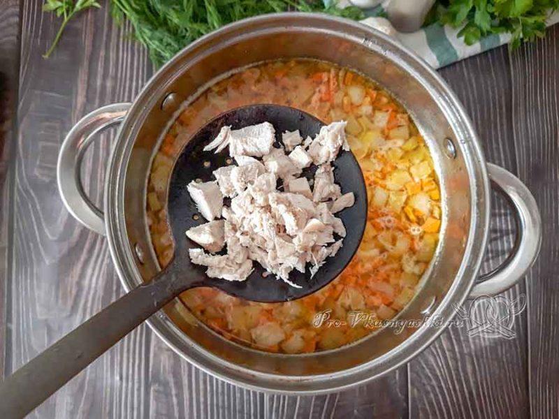 Сырный суп-пюре с курицей и плавленным сыром - добавляем курицу в суп