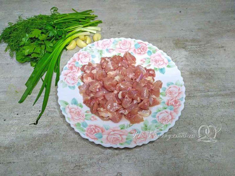 Рулет из куриной грудки в духовке - измельчаем мясо