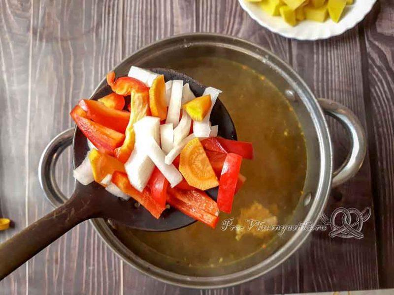 Шурпа из говядины - добавляем овощи