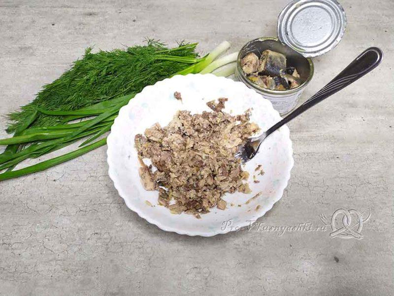 Суп из консервированной сайры - измельчаем сайру