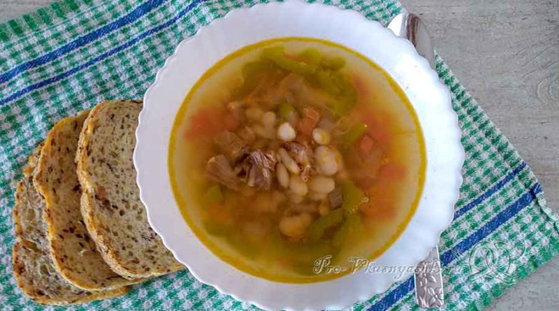 Суп на говяжьем бульоне с фасолью - подача