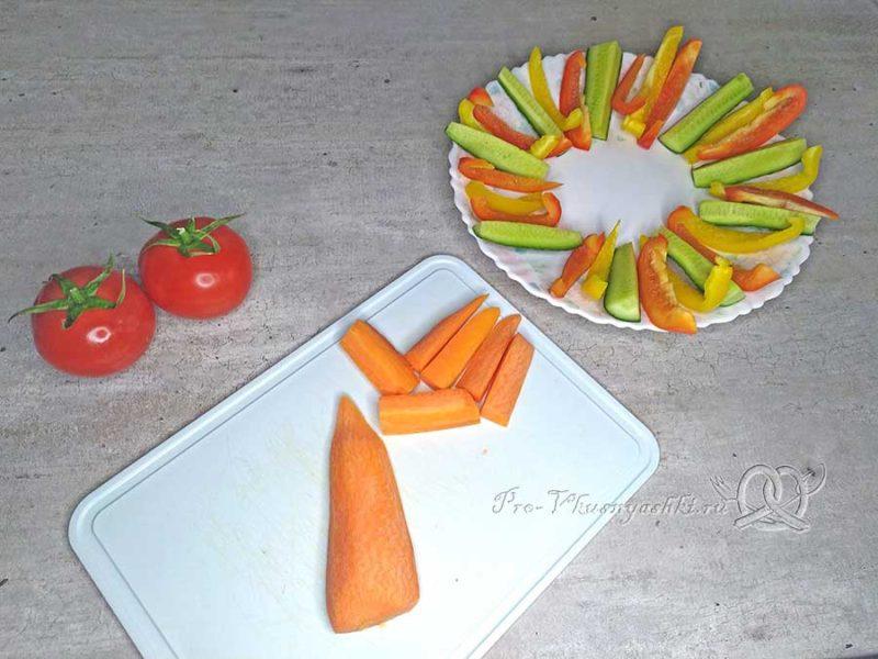 Хумус из нута - нарезаем овощи