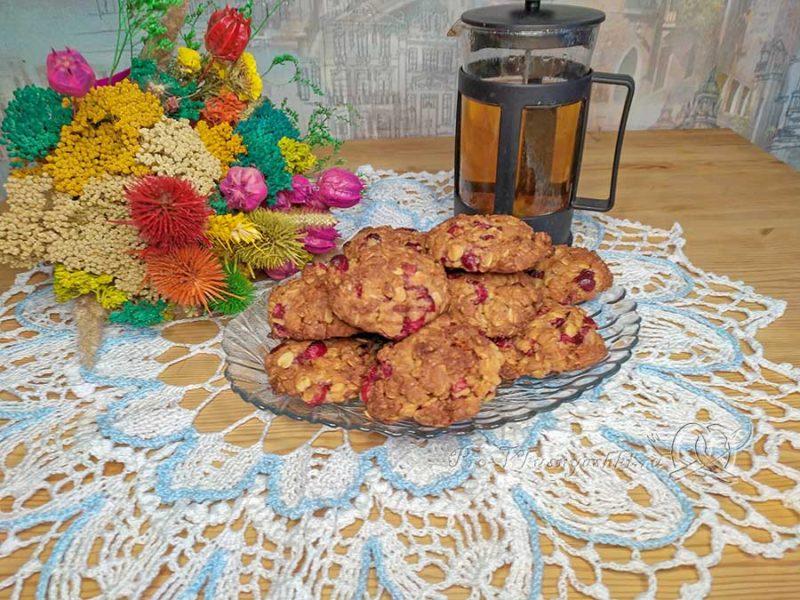 Овсяное печенье с клюквой - готовое печенье