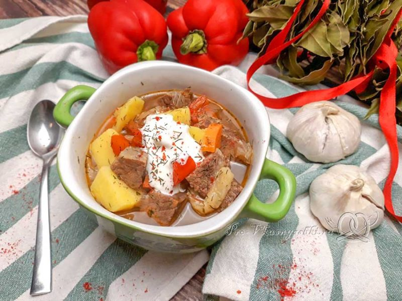 Суп-гуляш по-венгерски - подача