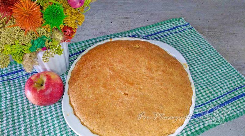 Яблочный бисквит - подача