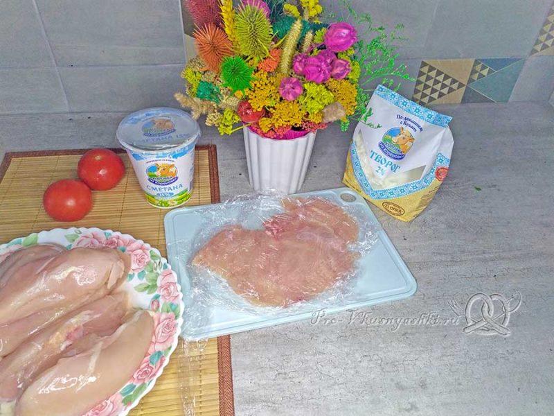 Куриный рулет с творогом - отбиваем мясо