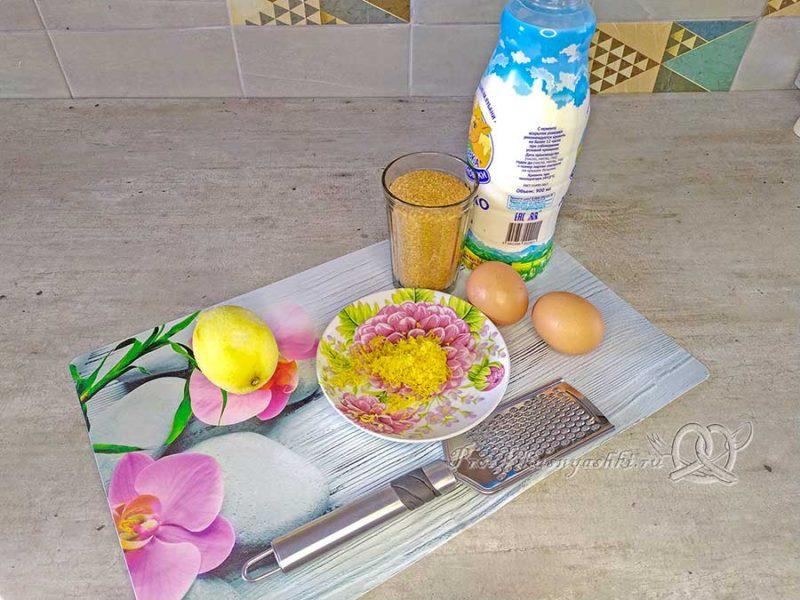 Лимонный пирог - натираем цедру лимона