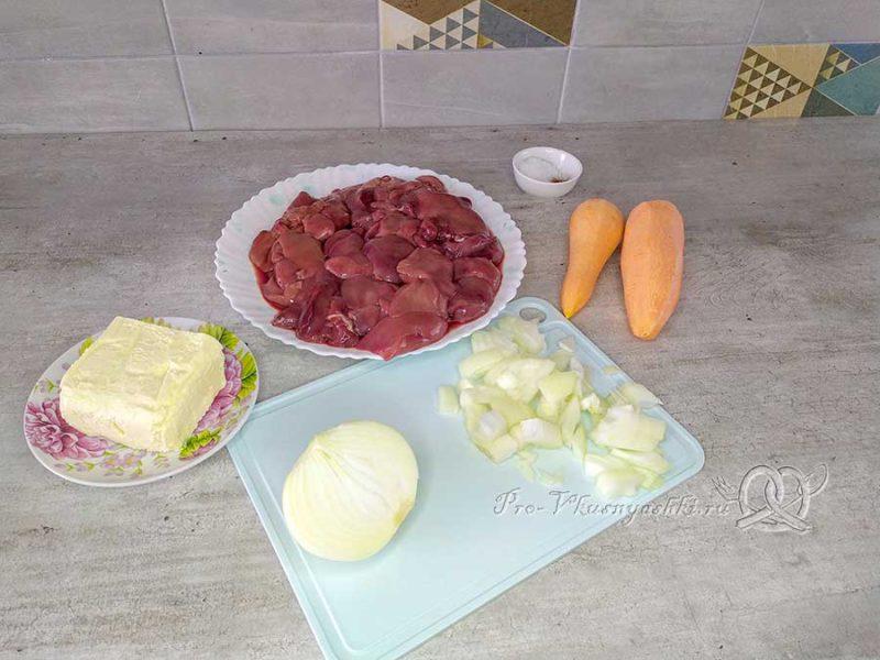 Паштет из куриной печени с морковью - нарезаем лук
