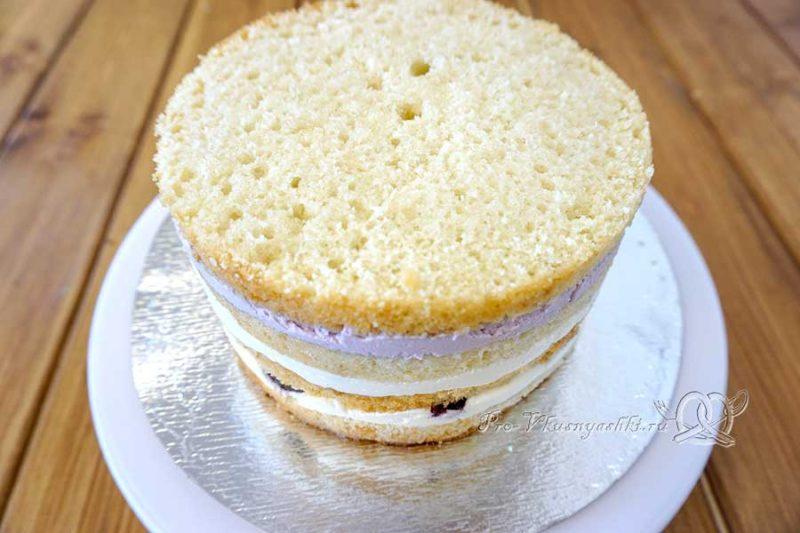 Бисквитный торт со сливочным кремом «Черная смородина» - собранный торт