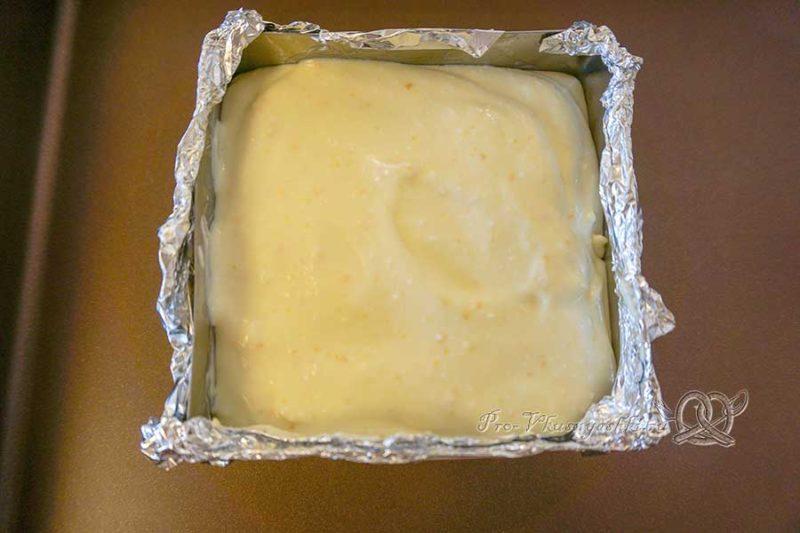 Домашние творожные сырки в шоколаде - помещаем массу в форму