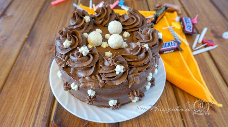 Домашний бисквитный торт «Шоколадный микс» - подача