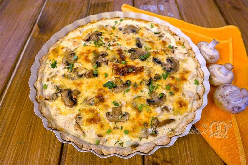 Киш с курицей и грибами - готовый пирог