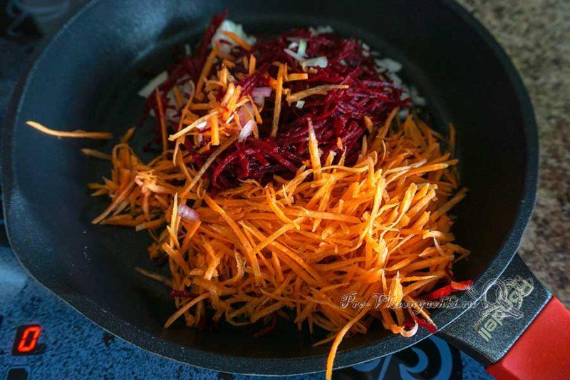 Вегетарианский борщ с фасолью - обжариваем овощи
