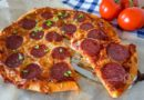 Домашняя пицца салями - готовая пицца