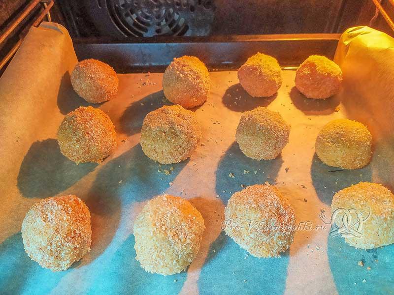Картофельные шарики из пюре с сыром - запекаем шарики