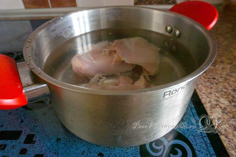 Куриный суп с клецками - варим мясо