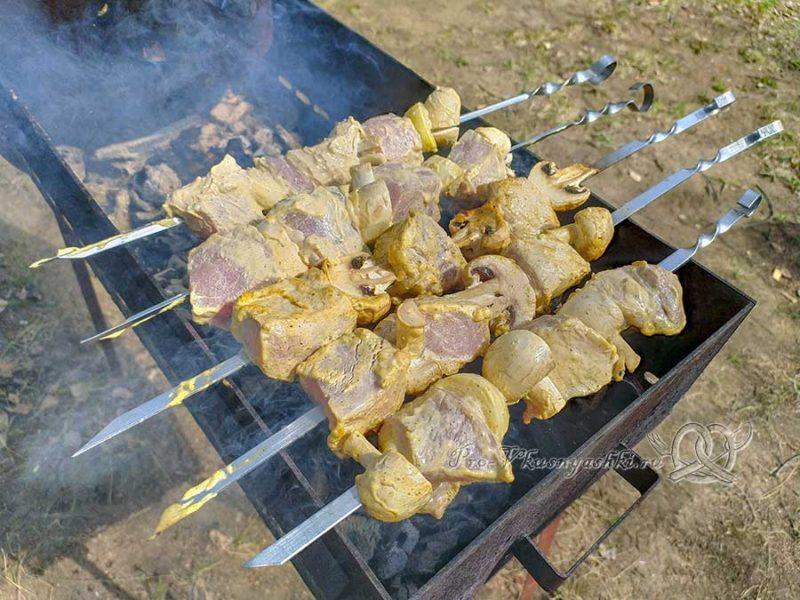 Шашлык из свинины в маринаде с майонезом - готовим мясо
