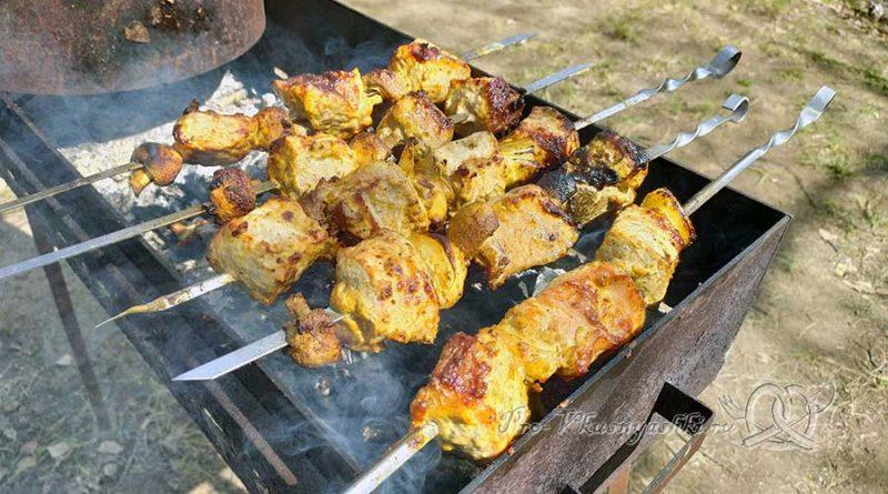 Шашлык из свинины в маринаде с майонезом - готовое мясо