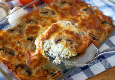 Запеканка из кабачков с грибами в духовке - делим запеканку на порции