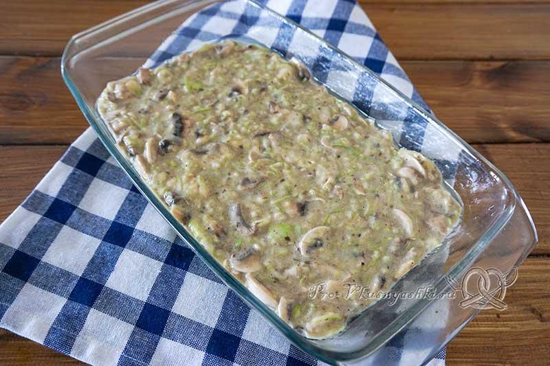 Запеканка из кабачков с грибами в духовке - выкладываем кабачковую массу в форму