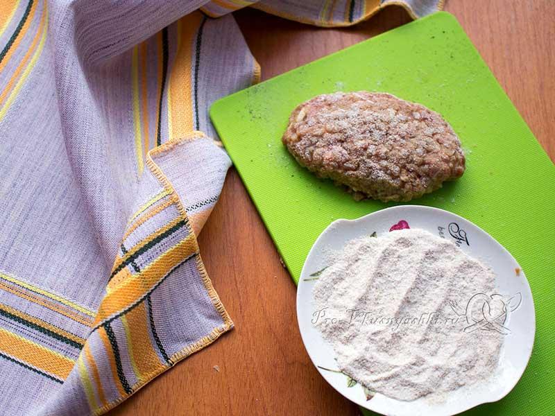 Котлеты из гречки с говяжьим фаршем - панируем котлеты