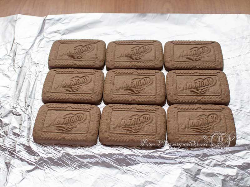 Творожный домик из печенья без выпечки - выкладываем печенье
