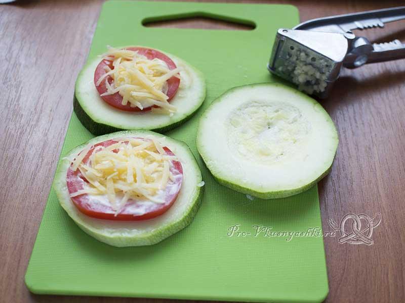 Овощные бутерброды из кабачка с помидорами и сыром в духовке - собираем бутерброд