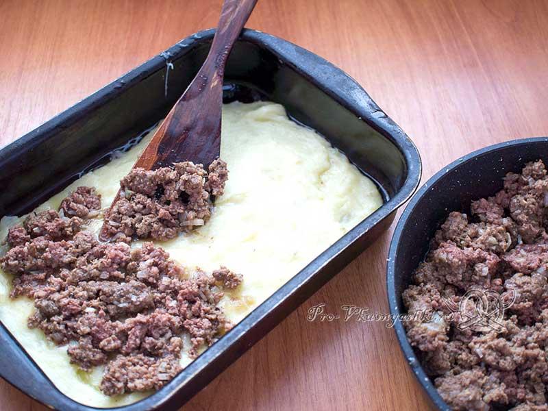 Картофельная запеканка с говяжьим фаршем - выкладываем фарш