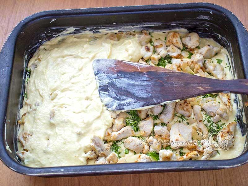 Пирог с куриным филе в духовке - заливаем пирог оставшимся тестом
