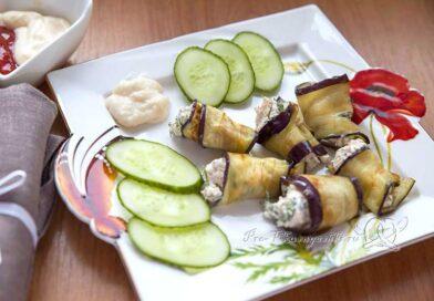 Рулеты из баклажанов с чесноком и сыром на сковороде - подача